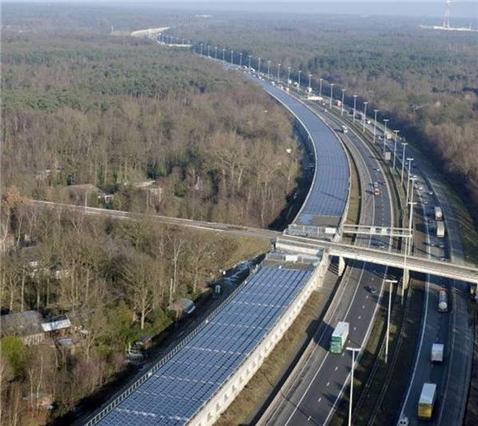 그림입니다.원본 그림의 이름: 16,000 Solar Panel Train Tunnel _ wordlessTech.jpg원본 그림의 크기: 가로 800pixel, 세로 713pixel